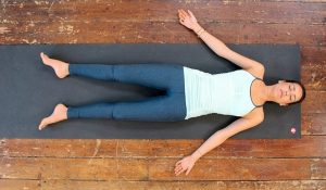 yoga posture du cadavre