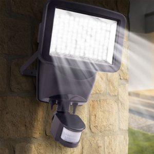 éclairage solaire extérieur puissant